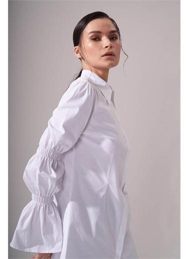 Mizalle Kolları Büzgülü Beyaz Gömlek Beyaz